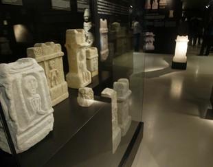 La mostra inclou un centenar de peces, la majoria altars votius Foto: JUDIT FERNÀNDEZ.