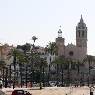 Església i passeig