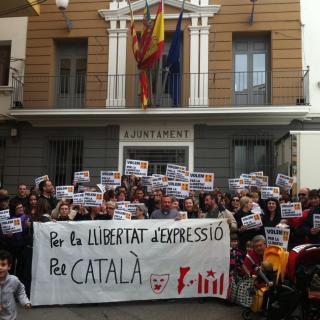 Un grup de persones es concentren per demanar TV3 al País Valencià a Pedreguer