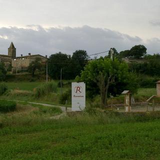 Vista de Ravos del Terri amb el restaurant Ravonibus en primer terme