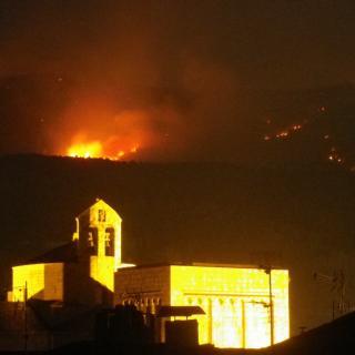 Foto d'ahir al vespres a la muntanya de Calvinyà amb la catedral de la Seu.