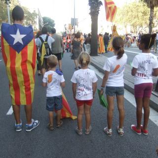 Família sencera per la independència amb samarretes casolanes