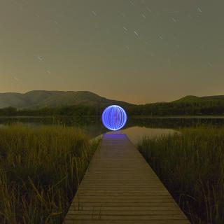Bola de llum a l'estany de Banyoles