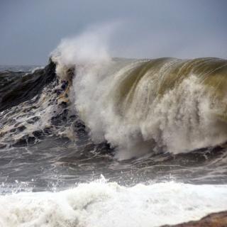 Espectacular onada a la zona de l'Escala