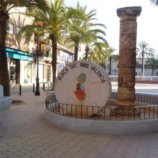 Monument que singularitza la plaça del País Valencià de l'Honorable poble de Picanya a la comarca de l'Horta.