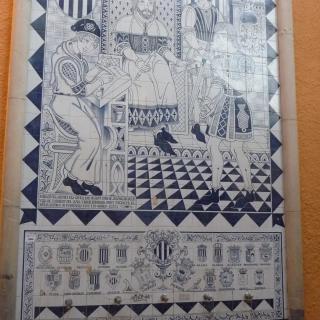 Mosaic de taulellets de Manises que reprodueix la dació dels pobles de Torrent, Picanya, Quart de Poblet i Silla pel rei En Jaume I, situat a la vora de la plaça del País Valencià de l'Honorable poble de Picanya.