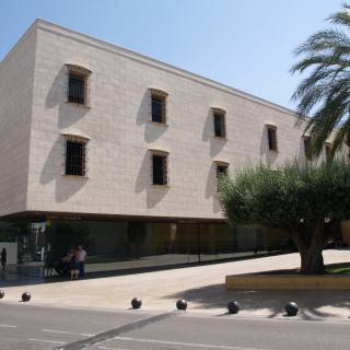 Centre polivalent municipal situat a l'avinguda del País Valencià d'Alaquàs.