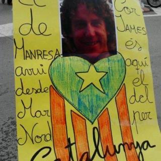 mi hijo james trabaja en el mar norte y su hermana jess lleve su foto en esta pancarta.