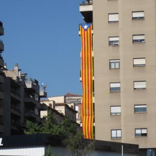 Estelada al carrer de la Creu de Girona