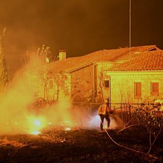 Foc en una casa a la població de Foixà