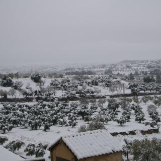 Vista del poble d'Arnes mirant cap a la comarca del Matarranya ja a l'Aragó.