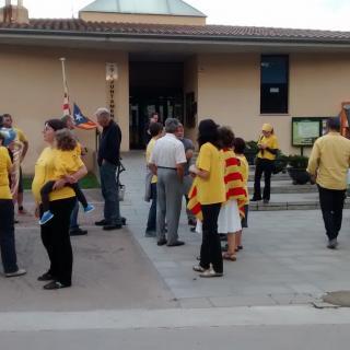 Protesta davant l'Ajuntament d'Esponellà