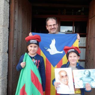 La Família Vilar i Díaz preperarts per votar