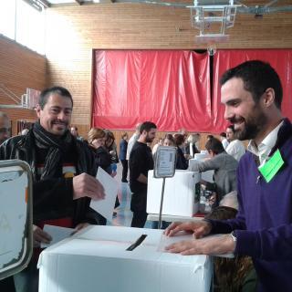 Votant al costat de Roger Torrent, a Sarrià de Ter.