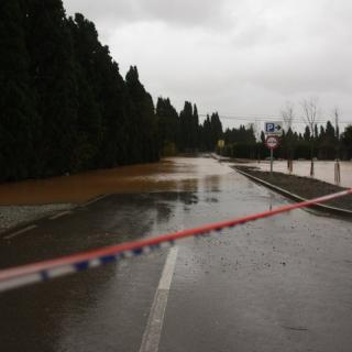 Diversos carrers i accessos al poble de Vilabertran han quedat totalment inundats.