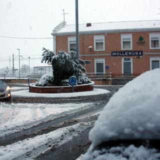 Imatge de l'entorn de l'estació de tren de Mollerussa, on la neu també ha quallat.
