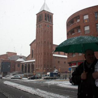 Imatge de l'entorn de l'estació de tren de Mollerussa, on la neu també ha quallat