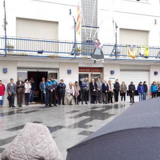 Minut de silenci a l'Ajuntament de Premià de Mar