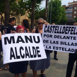 Els partidaris que Manu Reyes conservi l'alcaldia de Castelldefels es manifesten