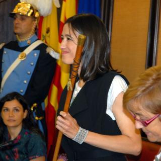 Núria Parlon, amb la vara d'alcalde just després de ser reelegida alcaldessa de Santa Coloma de Gramenet