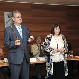 El nou alcalde, Joan Ubach, amb la vara