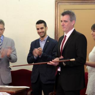 El nou alcalde d'Amposta, Adam Tomàs, rep la vara d'alcalde