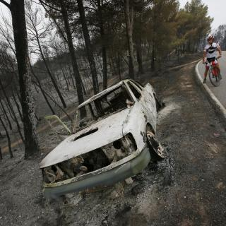 Un vehicle calcinat de l'Agrupació de Defensa Forestal (ADF)