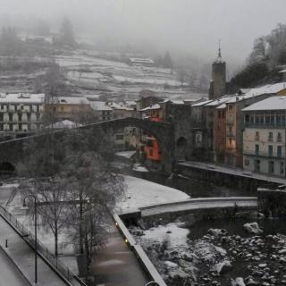 La nevada ha emblanquinat Camprodon