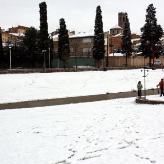 El parc de l'Ondara de Tàrrega emblanquinat per la neu