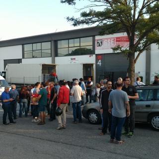 Exterior de l'empresa Events Igualada on avui la Guàrdia Civil ha decomissat paperetes i urnes