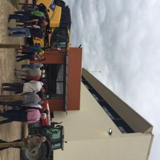 Tractors a Sant Feliu de Boixalleu protegint cole electoral