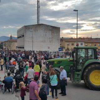 Tractors davant el col·legi a Torelló