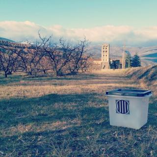 Des de Catalunya Nord animen a votar amb la foto d'una urna a Sant Miquel de Cuixà