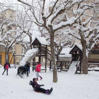 Nens a Sant Hilari jugant amb la neu