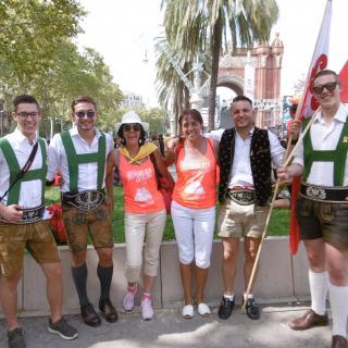 Nois del Tirol a Bcn i noies de Llorà  a la Diada