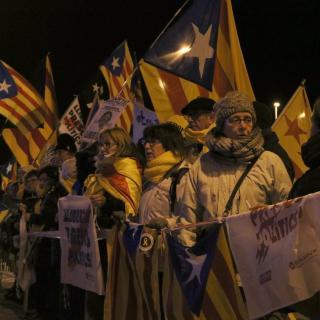 Alguns dels concentrats a les portes de la presó de Figueres