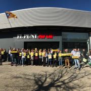 La redacció d'El Punt Avui a Girona se suma a les aturades davant els centres de treball com a resposta a l'inici del judici a l'1-O
