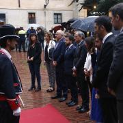 El president Torra i els seus consellers, sota la pluja durant l'ofrena floral al Fossar de les Moreres