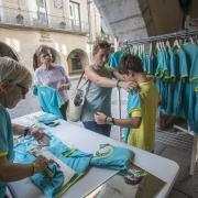 Venda de samarretes de la Diada, a la plaça del Vi de girona