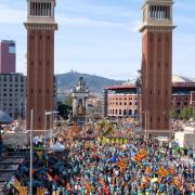 Confluència de manifestants a la Plaça Espanya de Barcelona