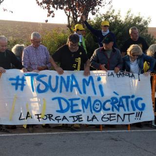 Manifestants a l'exterior de la presó de Lledoners, aquest dilluns després de la sentència de l'1-O