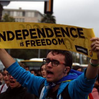 Un estudiant es manifesta a la Diagonal de Barcelona, després de la sentència