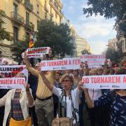 Protesta a l'exterior de la seu de al diputació de Barcelona, aquest dilluns després de la sentència