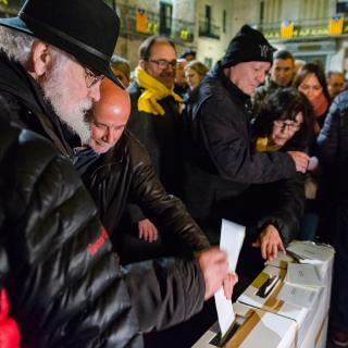 117a Concentració unitària per la Llibertat Preses i Presos Politics i Exiliats a Girona. Avui amb l'intervenció de Núria Angulo advocada de L'associació d'advocats Voluntaris