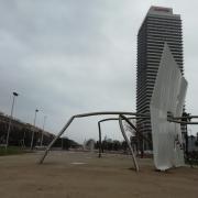 L'escultura 'David i Goliat' a la Plaça dels Voluntaris de la Vila Olímpica