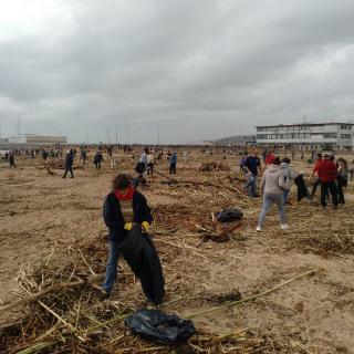 Les platges han acumulat escombreries arrossegades per l'aigua