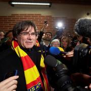 L'eurodiputat de JxCat, Carles Puigdemont, és rebut aquest divendres pel president de l'USAP, François Rivière, a l'estadi Aimé Giral de Perpinyà