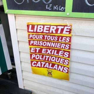Cartell per la llibertat dels polítics catalans a l'acte de Perpinyà