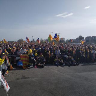 Gent al costat de l'escenari  a Perpinyà
