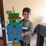 L'Aleix ha fet un robot amb materials reciclats
